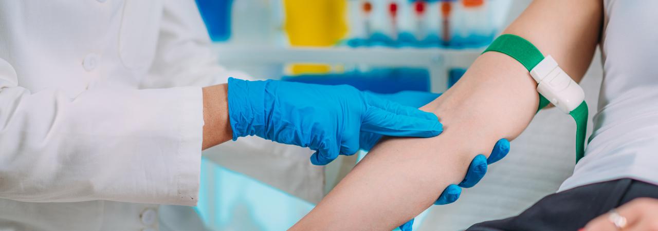 phlebotomist preparing arm for needle