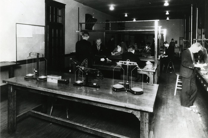 Hooper Hall Physics Laboratory. Photo courtesy of Special Collections & University Archives, UTC Library, The University of Tennessee at Chattanooga.