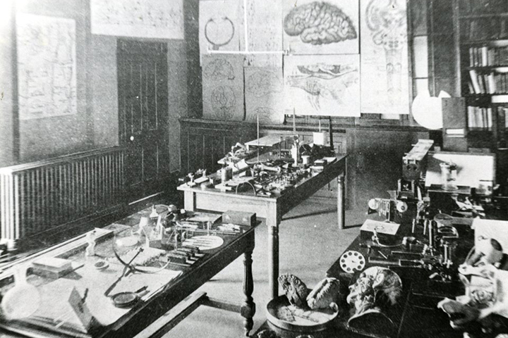 Check out the UC Medical College anatomy lab. Photo courtesy of Special Collections & University Archives, UTC Library, The University of Tennessee at Chattanooga.