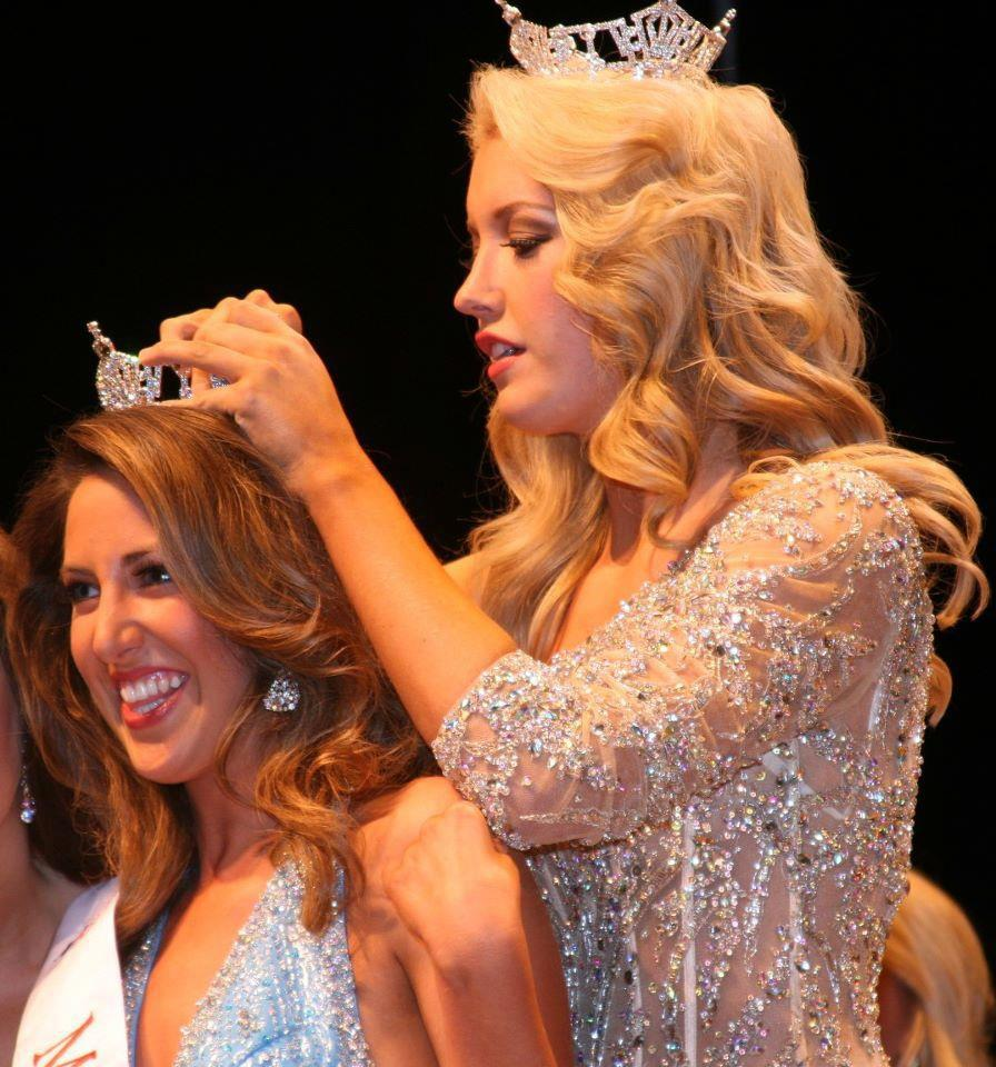 Dacey Winkleman is crowned Miss Chattanooga by Chandler Lawson, Miss Tennessee 2012.