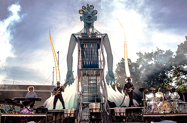 Squonk musical performance featuring 2 guitarists on stage and a giant robot shaped art piece in the middle of the stage